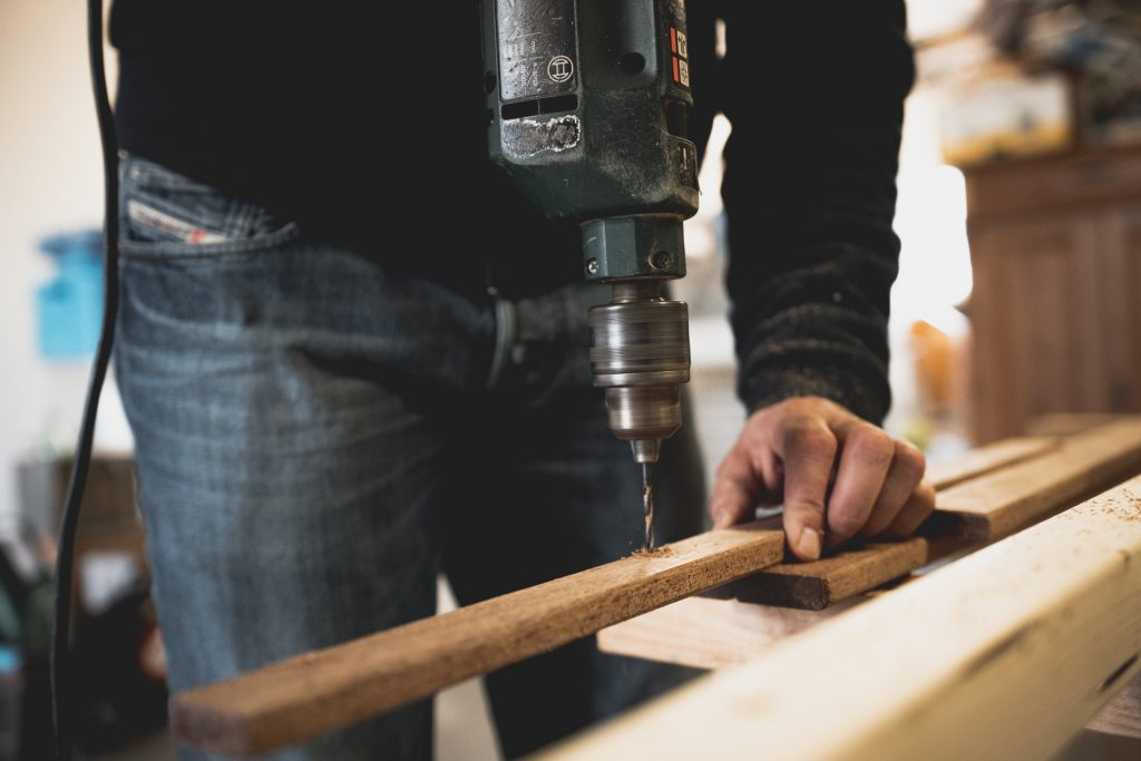 6 BASIC WOODWORKING TOOLS FOR BEGINNERS